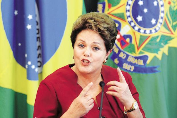 Rousseff admitió que el país atraviesa por un momento de dificultades.