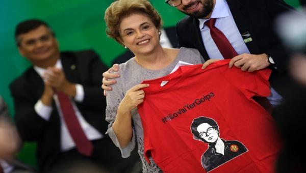 La presidenta aseguró mantenerse firme para enfrentar la conjura contra el orden constitucional. (Foto: EFE)