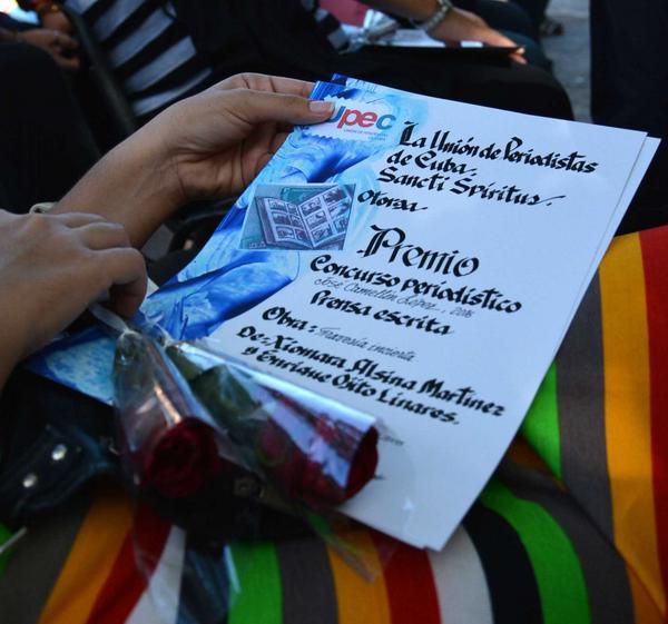 """Premios a ganadores del concurso provincial de periodismo """"José Camellón López"""", entregados en la actividad central por el día de la prensa cubana, en Sancti Spíritus, Cuba, el 10 de Marzo de 2016. ACN FOTO/ Oscar ALFONSO SOSA/ rrcc"""