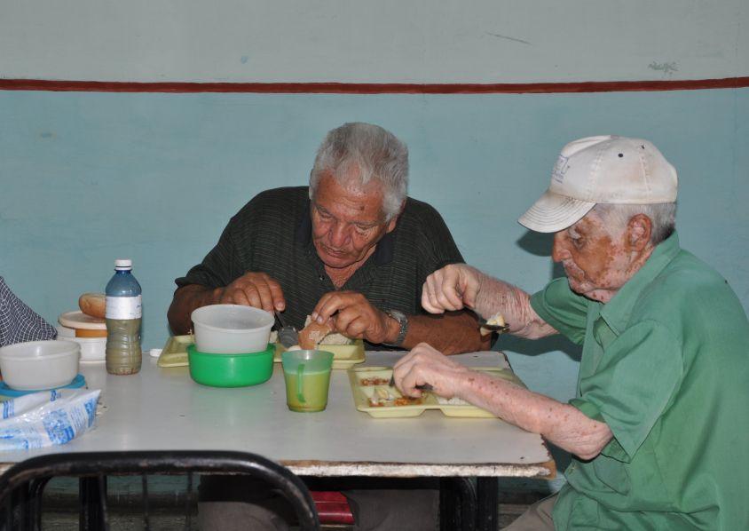 sancti spiritus, ancianos, sistema de atencion a la familia, comercio y gastronomia, subsidios