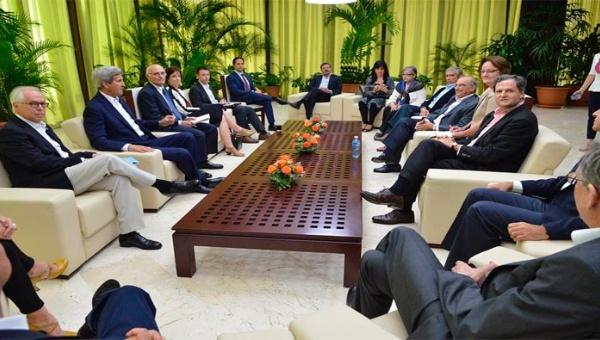 Kerry también se reunió con el equipo de paz del gobierno de Colombia. (Foto: @EquipoPazGob)