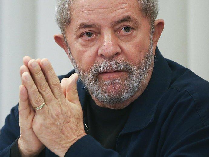 """Lula es víctima del """"intento de algunos sectores de destruir la imagen de este gran brasileño""""."""