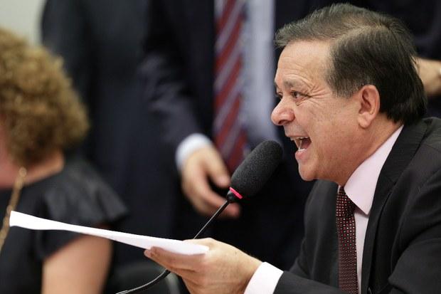 Jovair Arantes al presentar su informe a la Comisión Especial de la Cámara de Diputados que analiza el proceso de destitución de Dilma Rousseff.