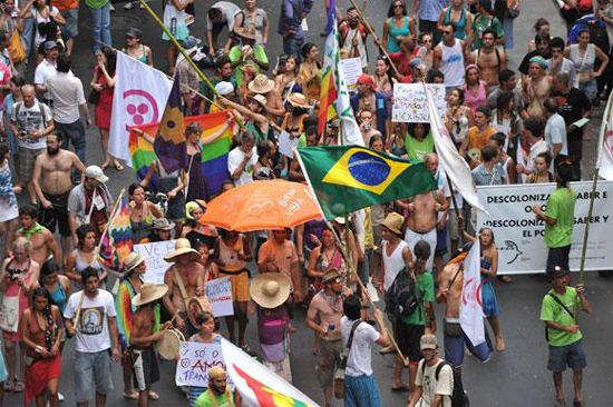 Frente Brasil Popular sale a las calles en defensa de la democracia y de la presidenta Dilma Rouseff.