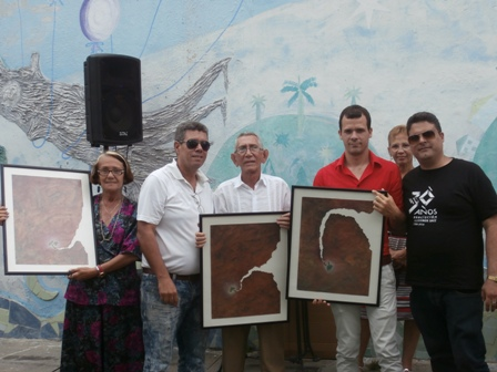 Los premiados del concurso recibieron sus reconocimientos de mano de Marco Antonio Calderón, presidente del Comité provincial de la Uneac, en Sancti Spíritus y Yanset Fraga, vicepresidente de la AHS. (Fotos Lisandra Gómez Guerra)