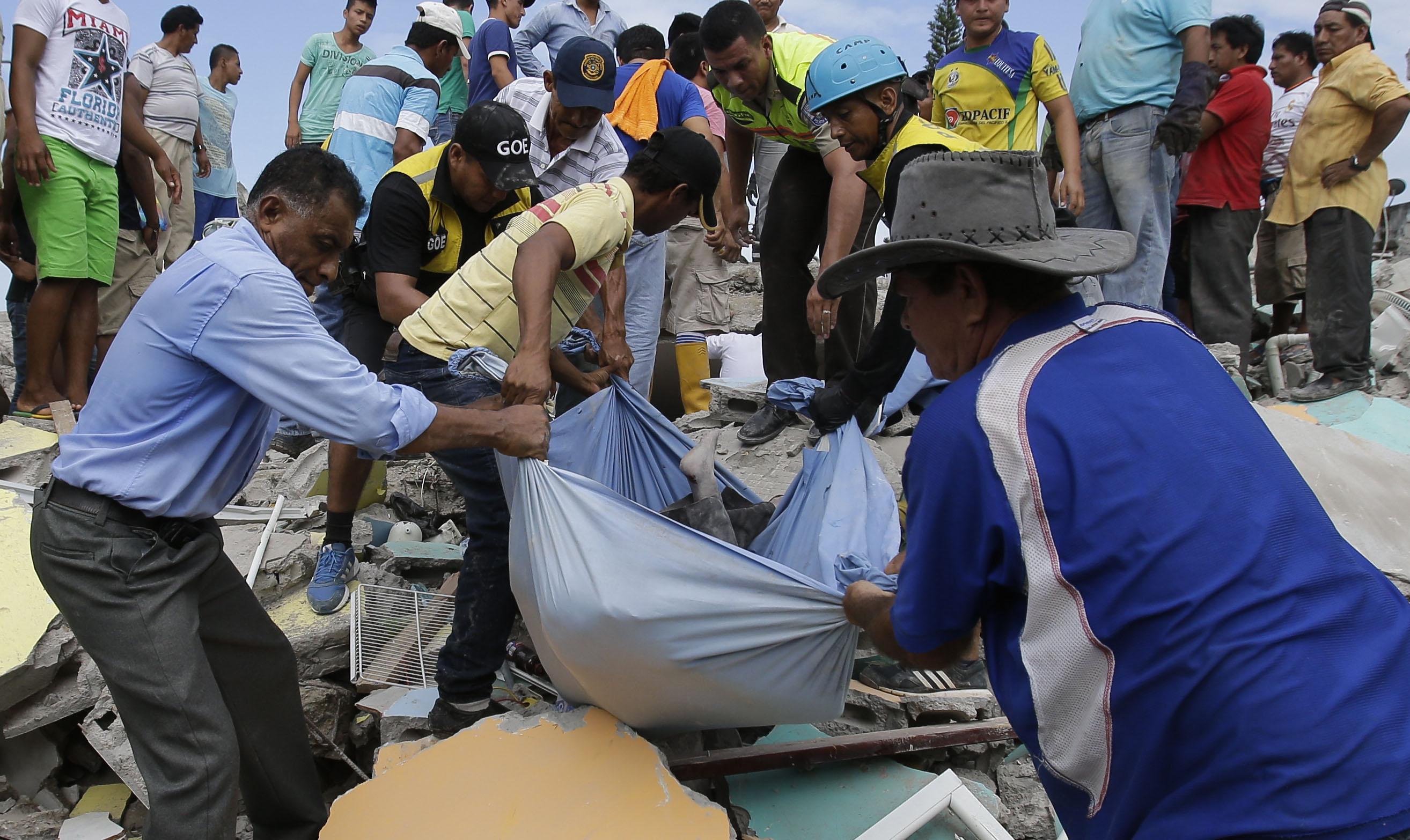 Un saldo preliminar de 413 muertos y más de dos mil heridos se reporta hasta este lunes.