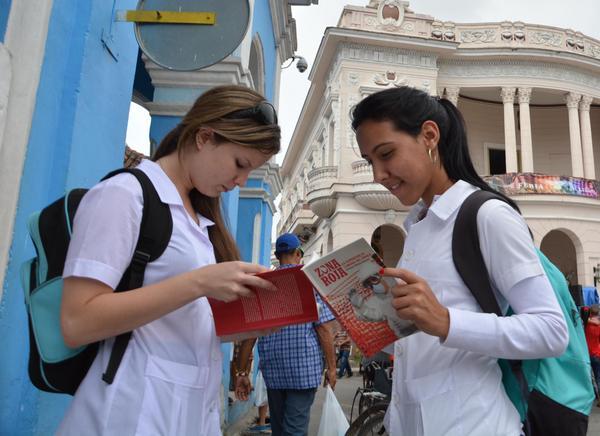La XXV Feria del Libro en Sancti Spíritus pone a consideración del público unos 950 títulos. (Foto Oscar Alfonso/ACN)