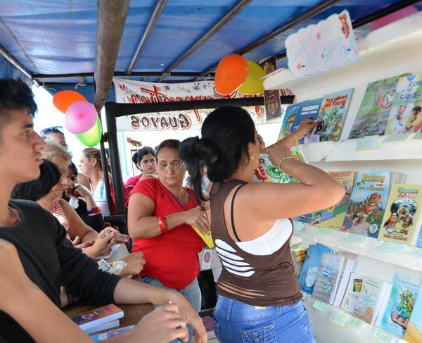 La literatura infantil ha sido la de mayor presencia y la más demandada. (Foto Oscar Alfonso/ACN)