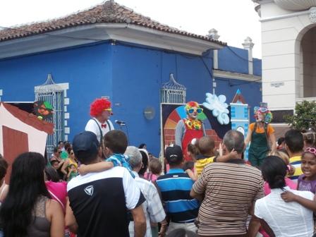 Proyectos teatrales infantiles acompañaron al público en cada jornada de la fiesta editorial.