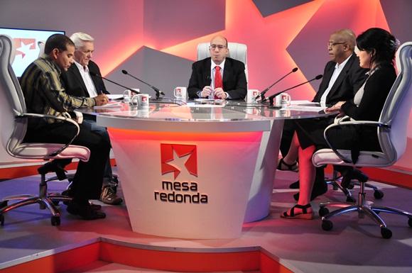 Sobre el venidero Congreso del Partido Comunista de Cuba se habló en la Mesa Redonda de este jueves. (Foto: Roberto Garaicoa / Cubadebate)