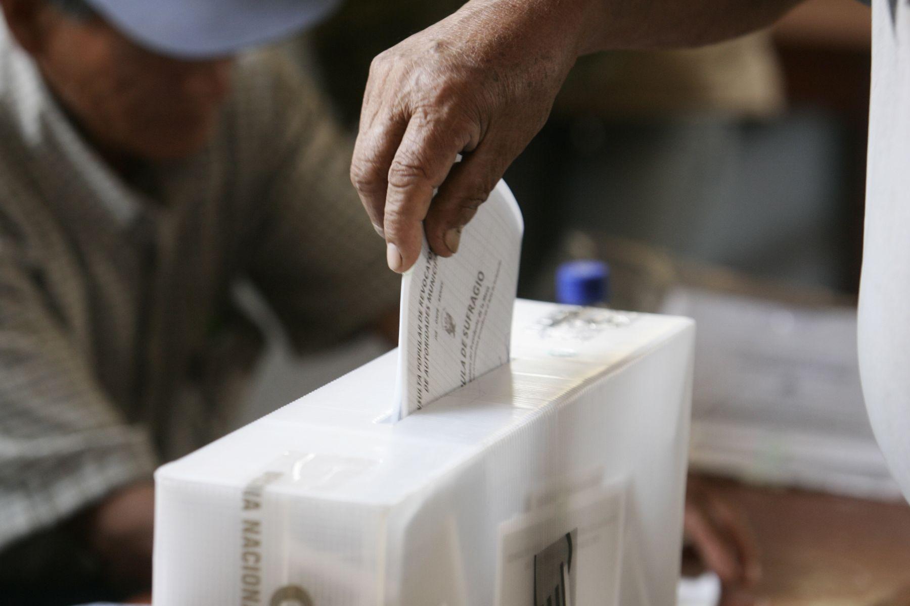En las elecciones de este domingo están habilitados para votar cerca de 23 millones de peruanos.