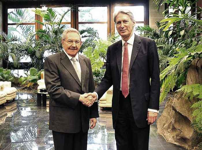 Durante el encuentro, ambas partes constataron los avances experimentados en los vínculos bilaterales y las potencialidades que existen para su profundización. (Foto: Estudios Revolución)