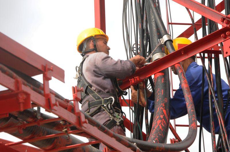 En el centro transmisor de la señal de televisión de San Isidro acaba de comenzar la construcción de una nueva nave. (Foto; Vicente Brito/Escambray)