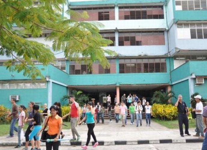 El aporte de las bibliotecas escolares en el proceso de enseñanza y aprendizaje, resultó uno de los temas abordados.