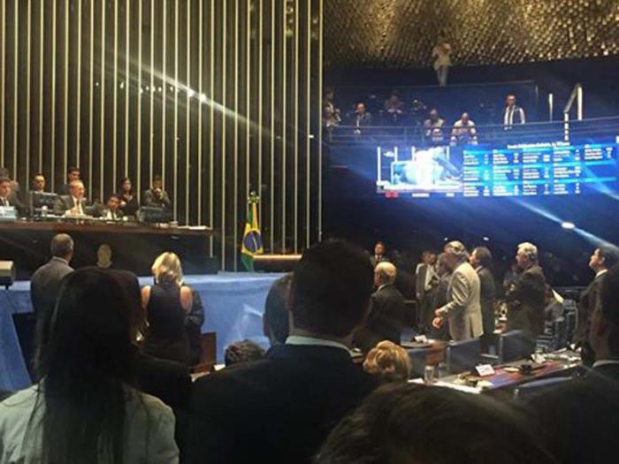 La comisión especial del Senado Federal brasileño aprobó la admisión del pedido de juicio político contra la presidenta Dilma Rousseff.