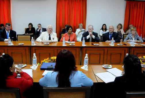 Delegación de la Conferencia de Alcaldes de Estados Unidos durante un encuentro con Diputados al parlamento cubano, presidentes de gobierno municipal y provincial, y directivos de diferentes organismos. (Foto ACN)