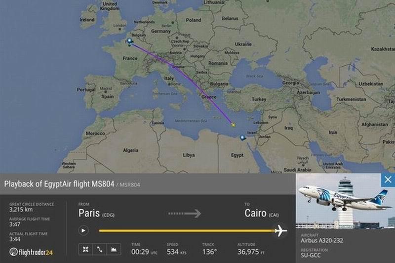 En el avión desaparecido viajaban 56 pasajeros y 10 tripulantes.