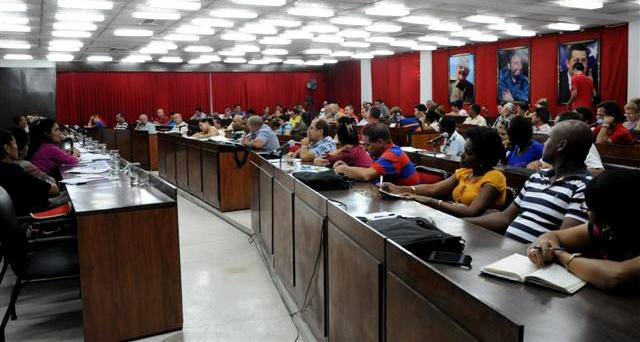 El Pleno del Comité Provincial del PCC analizó los indicadores de eficiencia y los problemas de carácter subjetivo que atentan contra un mayor desarrollo entodas las esferas. (Fotos: Vicente Brito /Escambray)