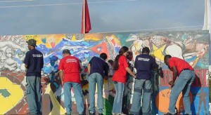 Artistas espirituanos de la plástica en la tribuna  del 2002.