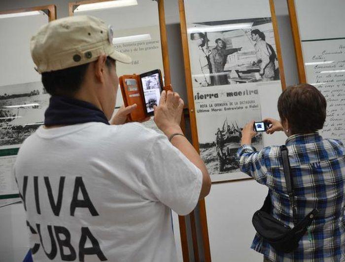 La numerosa comitiva recorrió lugares de interés en el municipio de Yaguajay, entre ellos el Complejo Histórico Comandante Camilo Cienfuegos.