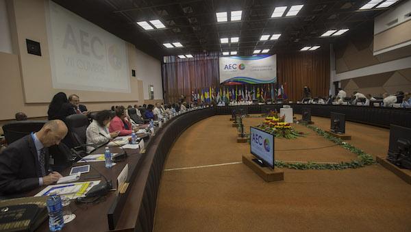 Durante el encuentro se revisaron documentos y realizaron múltiples propuestas.