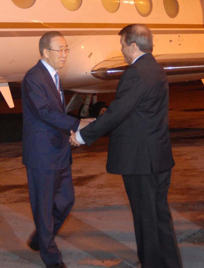 El Secretario General de la ONU fue recibido por el vicecanciller cubano Abelardo Moreno. (Foto Granma)