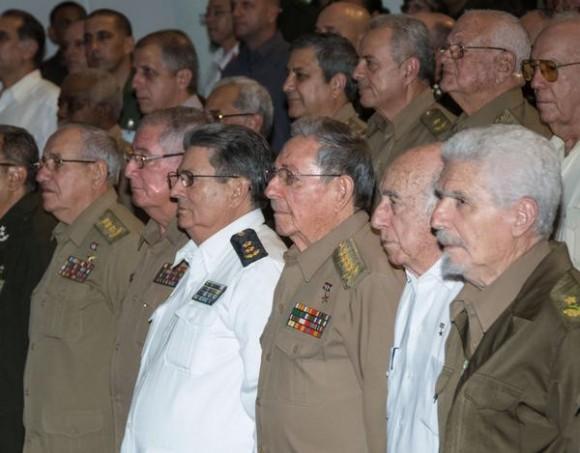CUBA-LA-HABANA-PRESIDE-RAÚL-CASTRO-ACTO-POR-ANIVERSARIO-55-DEL-MINISTERIO-DEL-INTERIOR1-580x453