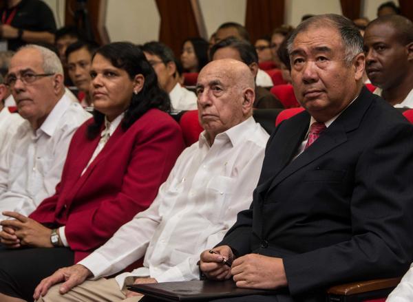 José Ramón Machado Ventura, Segundo Secretario del Comité Central del PCC, y Zhang Tuo, embajador de la República Popular China, participaron en el Acto Político Cultural por el Aniversario 95 de la fundación del Partido Comunista Chino. (Foto ACN)