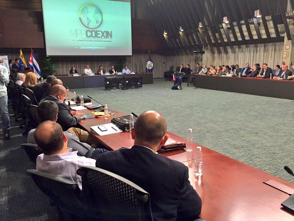 Momentos del encuentro entre autoridades de Cuba y Venezuela. (Foto: Rolando Segura / TeleSUR)