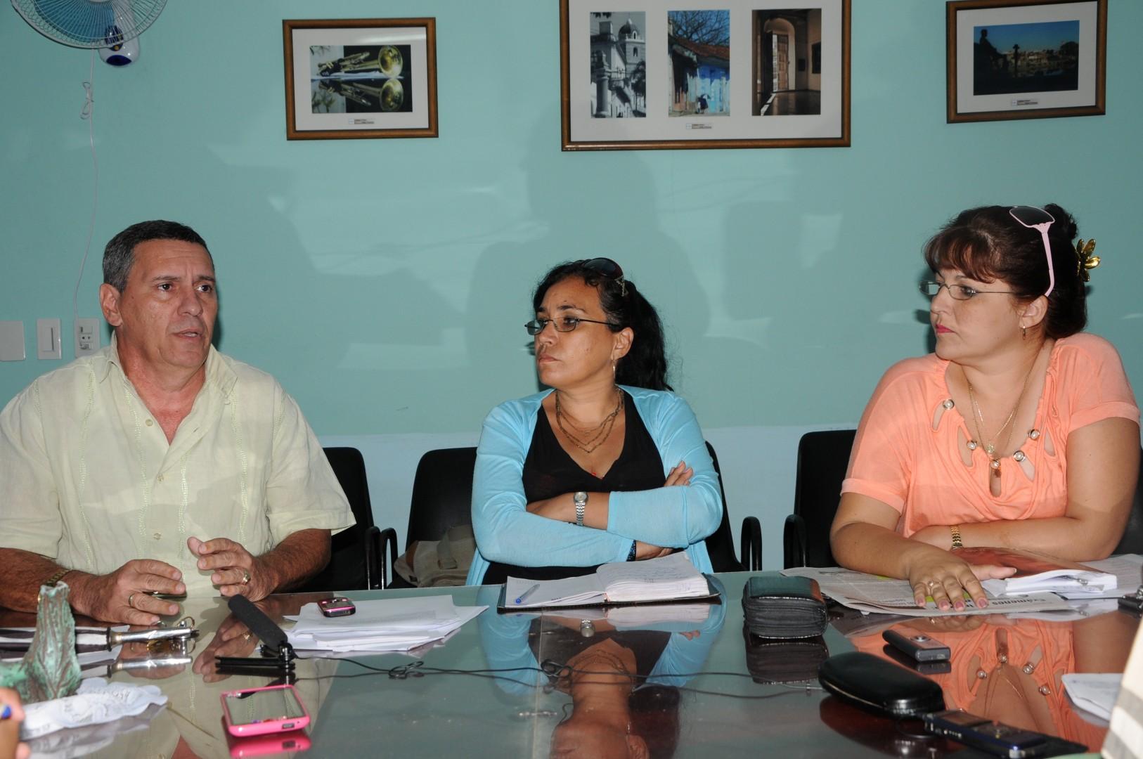 Edelberto Cancio, Milady Raya y Morbelys Cuéllar, de izquierda a derecha.