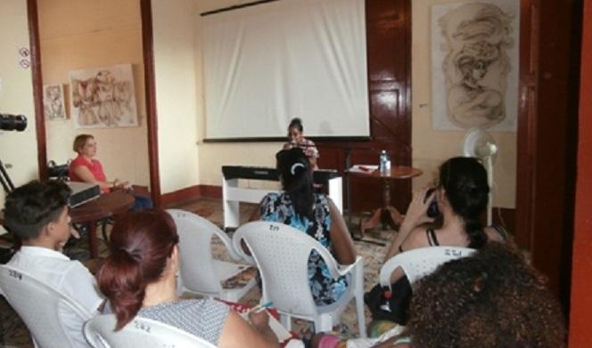 El taller busca acercar a las más jóvenes generaciones al repertorio de la canción cubana. (Foto: Lisandra Gómez/ Escambray)