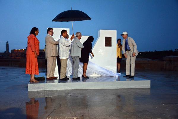 Ni la pertinaz lluvia impidió que La Habana quedara declarada oficialmente Ciudad Maravilla del Mundo Moderno. (Foto ACN)