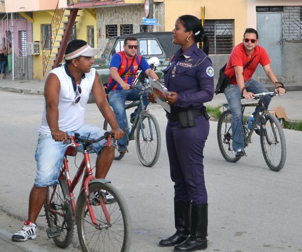 Prevenir primero es parte de la filosofía de Lesyani Berroa Hernández.  (Foto ACN)