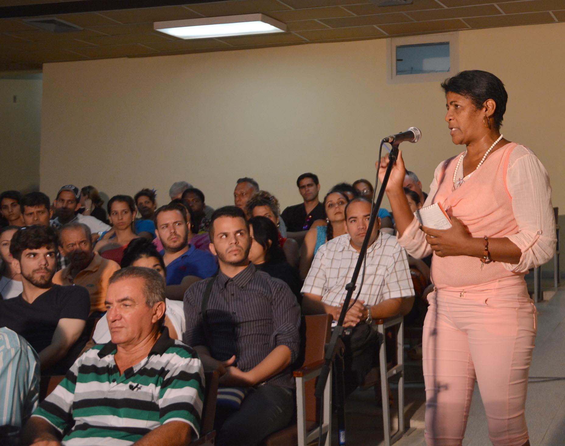La periodista Elsa Ramos reflexionó en torno a los pasos concretos dados en el ejercicio del Periodismo de opinión.