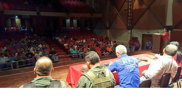 Los dueños de los comercios atacados durante los actos vandálicos del martes en Cumaná se reúnen con una comisión presidencial. (Foto AVN)