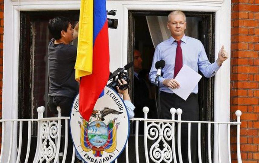 Desde junio de 2012, Assange vive asilado dentro de la embajada de Ecuador en Gran Bretaña.