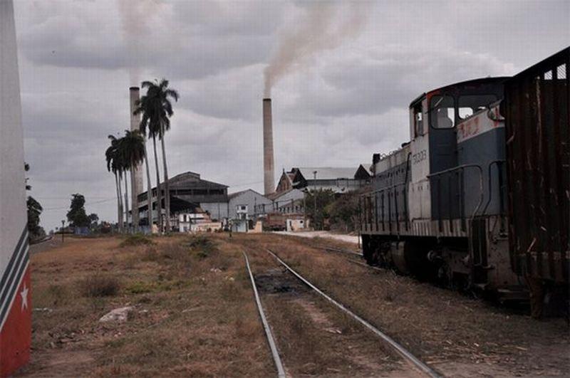 Además de su aporte decisivo para el cumplimiento de Sancti Spíritus, el central Uruguay volvió a reinar como el mayor productor de azúcar del país. Foto: Vicente Brito