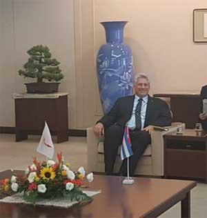 Díaz-Canel agradeció la posibilidad del encuentro y se hizo portavoz de un saludo del General de Ejército, Raúl Castro.