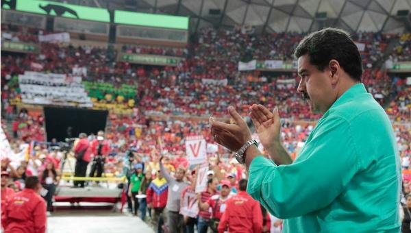 El presidente Nicolás Maduro anunció que movimientos sociales demandarán jurídicamente a la oposición por utilizar sus firmas. (Foto: AVN)