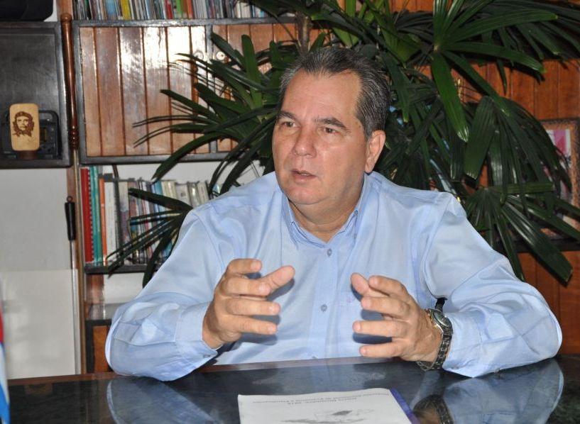 """Para José Ramón Monteagudo, el primer secretario del Partido en la provincia, el reconocimiento del Buró Político del Partido Comunista de Cuba representa """"una motivación especial para continuar avanzando"""". Foto: Vicente Brito"""