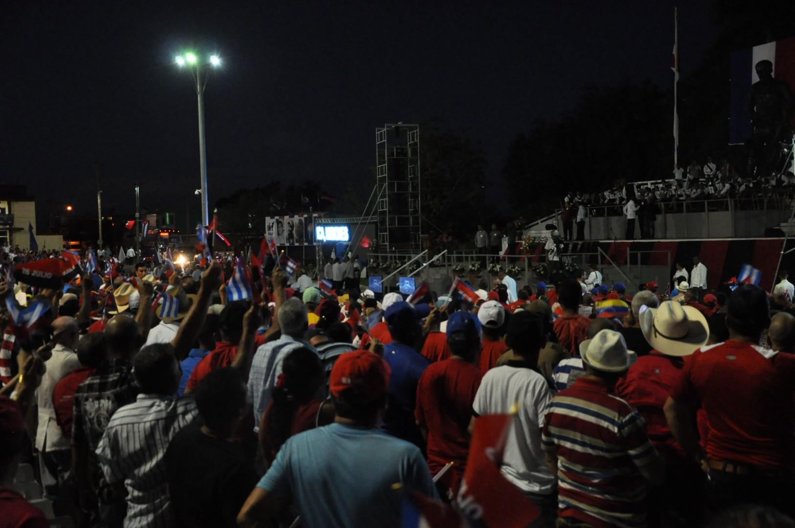 Espirituanos en la Plaza de la Revolución Mayor General Serafín Sánchez Valdivia. (Foto: Reidel Gallo/ Escambray)