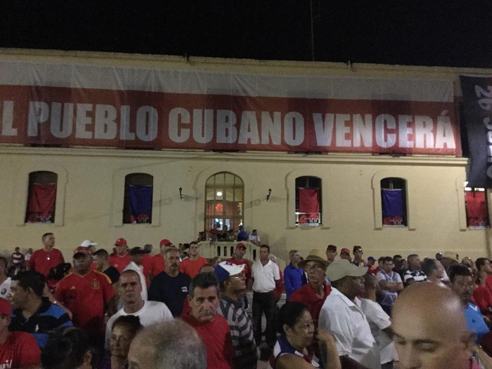 El pueblo ya ocupa su puesto en la Plaza de la Revolución. (Foto: Marlys Rodríguez/ Escambray)