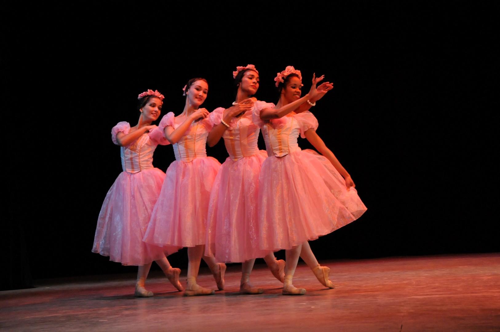 El Grand Pas de Quatre es un ballet divertimento con coreografía de Jules Perrot, de 1845. (Foto: Vicente Brito/ Escambray)