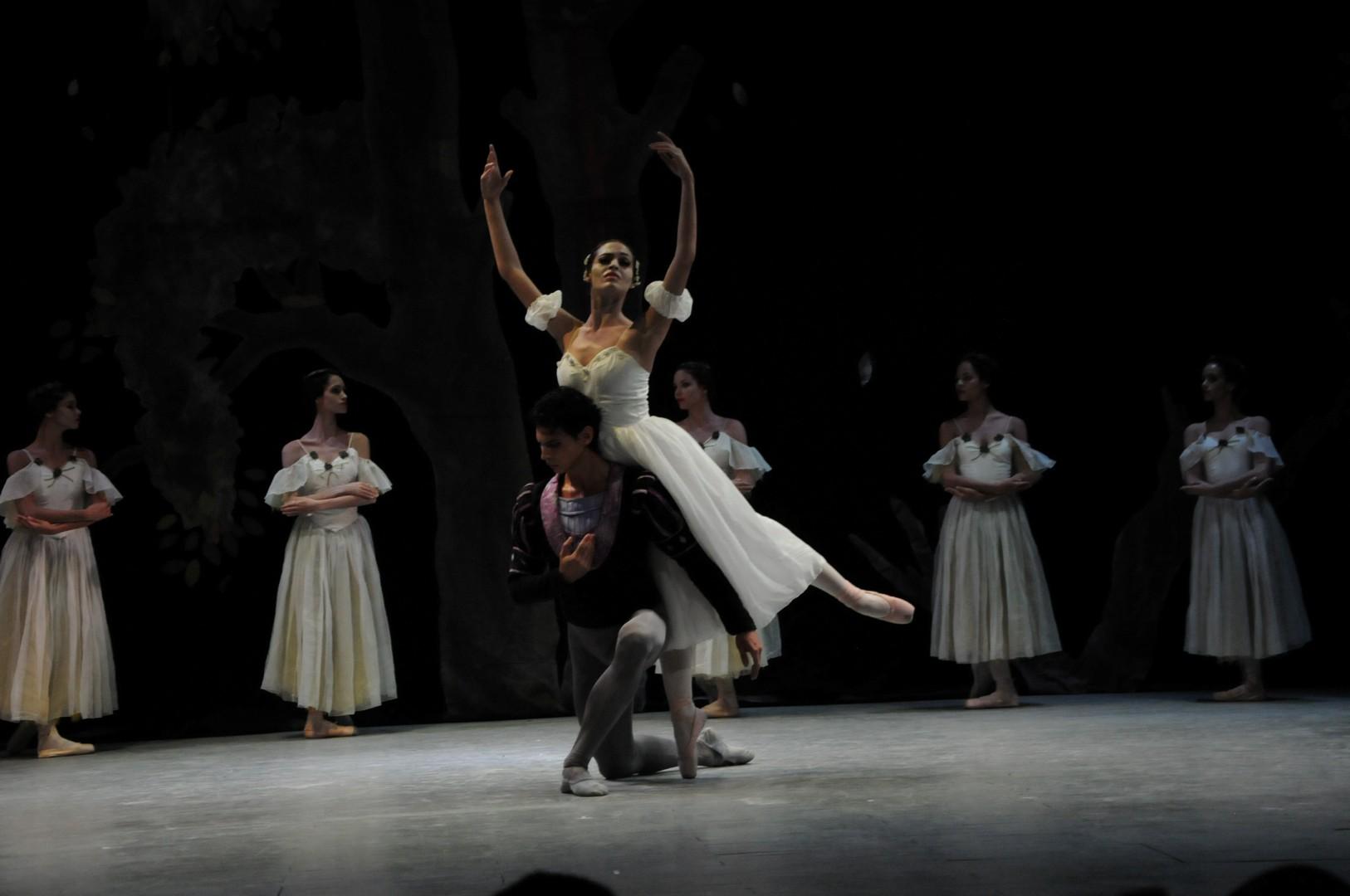 El segundo acto Giselle cerró la presentación. (Foto: Vicente Brito/ Escambray)