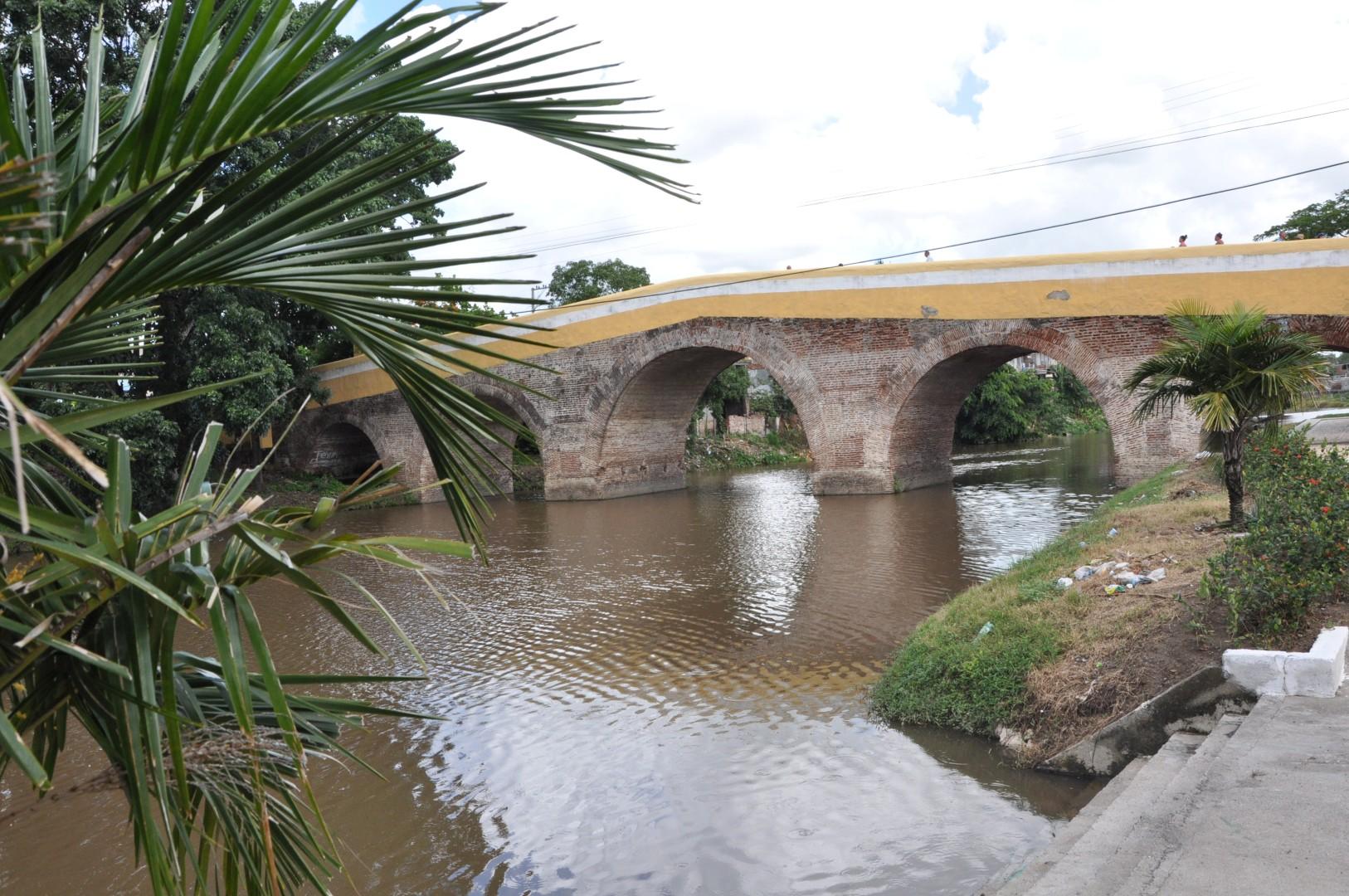 Sancti Spíritus, Sancti Spíritus en 26, Cuba, río Yayabo, ciudad, Escambray