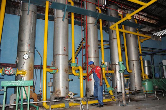 Desde hace casi 30 años en Tuinucú se obtiene gas carbónico. (Foto: Vicente Brito)