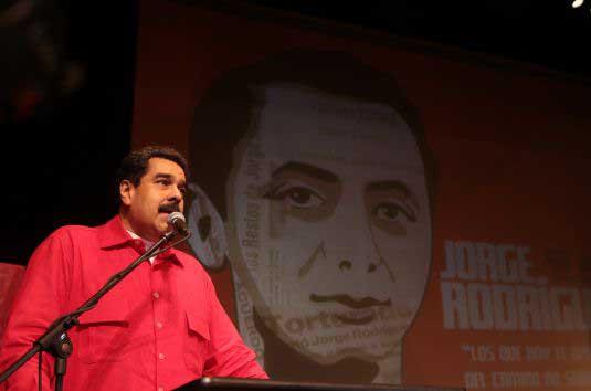 """""""Es tiempo de lealtad, de perseverancia, de lucha, de moral"""", reflexionó Maduro. (Foto: AVN)"""