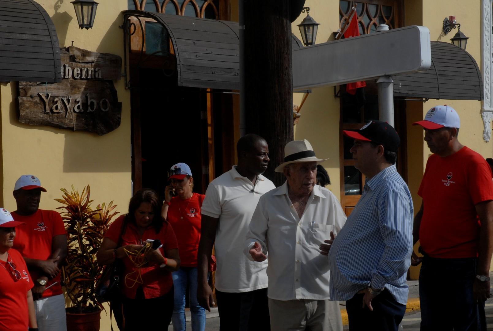 El segundo secretario del Partido recorrió sitios de interés en el centro histórico de Sancti Spíritus junto a las máximas autoridades del territorio. (Foto: Juan A. Borrego)