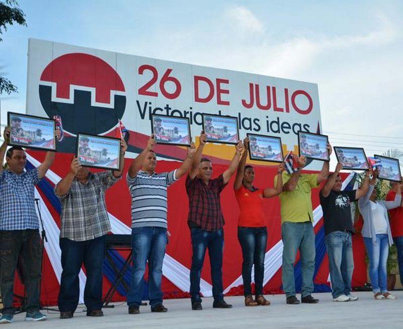 Varias entidades y centros laborales del municipio fueron reconocidos por el cumplimiento de las actividades económicas y sociales de ese territorio. (Foto: Oscar Alfonso/ ACN)