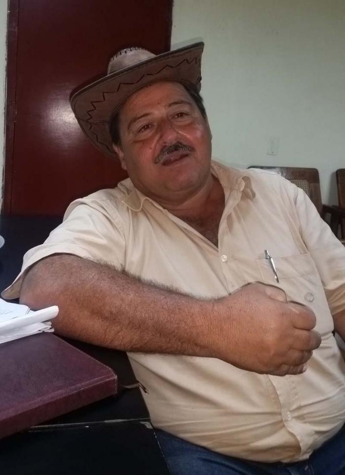 Para Balmaseda resulta decisivo interpretar creadoramente los conceptos de Fidel sobre la ganadería cubana. (Foto: Freddy Pérez Cabrera)